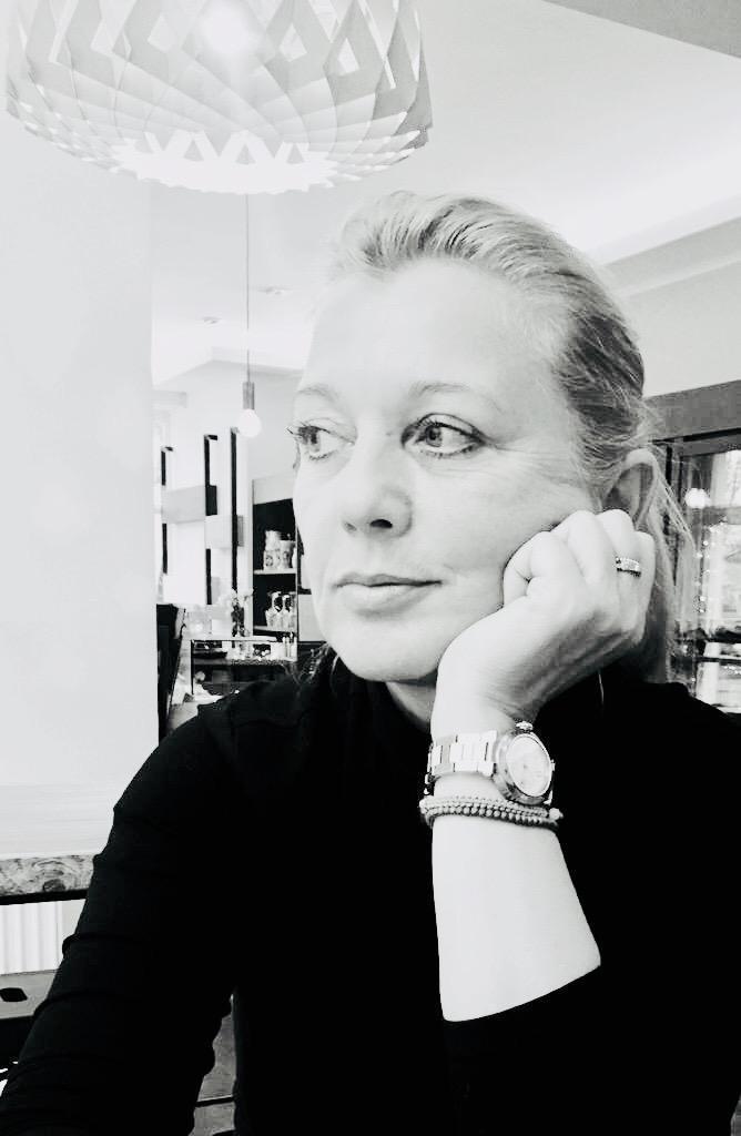 SAMIRA GLUMBIK Ihre Ansprechpartnerin Geschäftsführerin, gebürtige Berlinerin